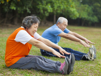 Image of an elderly couple doing stretches together.