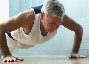 Image of an old man doing push-ups.